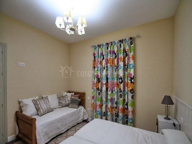 Detalle de dormitorio triple
