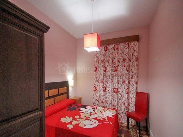 Dormitorio de matrimonio en rojo