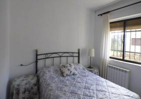 Otra habitación doble con ventanal