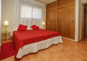 Dormitorio rojo adaptado