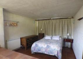 Dormitorio de matrimonio con doble altura
