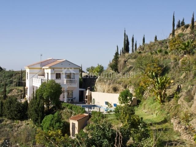 Los juncos en velez malaga m laga for Casa rural moderna