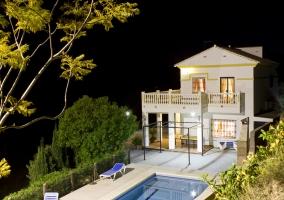 Casa rural moderna de 2 plantas con piscina