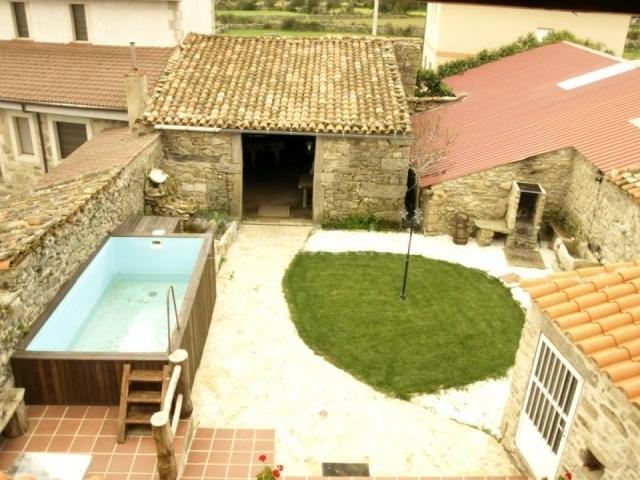 Casa abuela herminia casas rurales en tudera zamora for Patios con piscinas desmontables