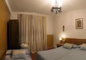 Dormitorio doble con cama supletoria y armario