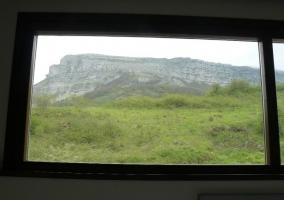 Vistas de los montes desde la ventana de la casa