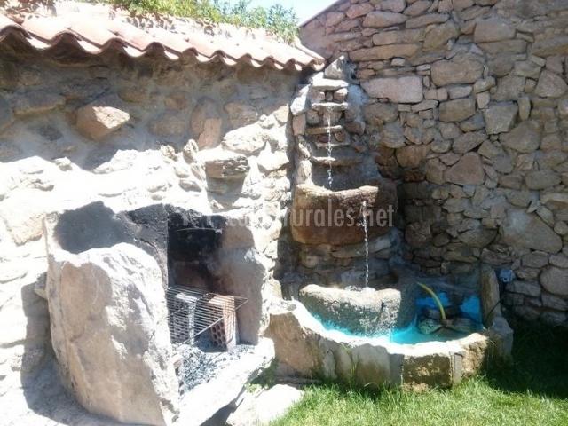 Nueva casa abuela herminia casas rurales en tudera zamora for Patios de piedra