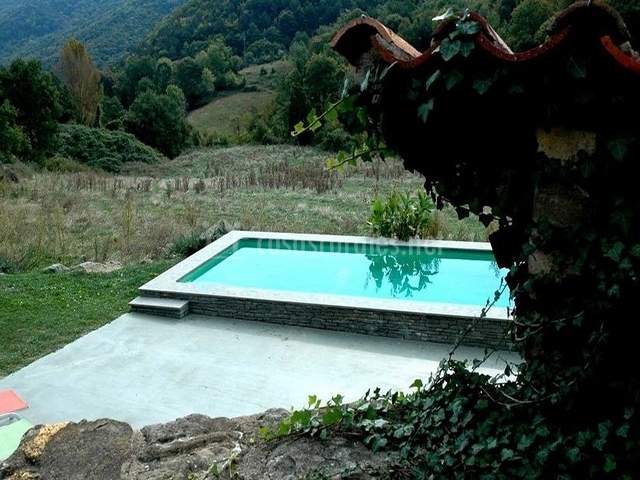 Mas de l 39 om en camprodon girona for Casa rural girona piscina