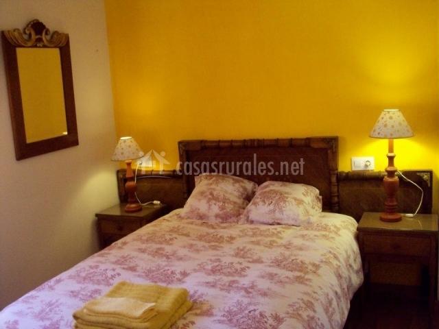 La casita druna lee en alfoz de santa gadea burgos - Ropa de cama matrimonio ...