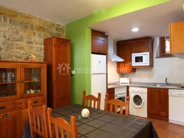 Casa el horno casas rurales pirineo en gerbe huesca for Muebles de cocina huesca