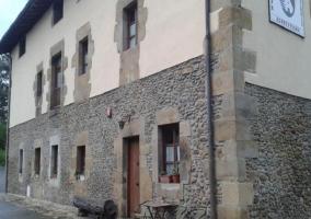 Vista exterior del edificio por la parte trasera