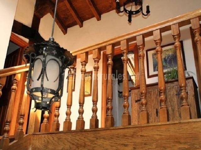 Casa artorena en lizaso navarra for Barandillas de madera para jardin