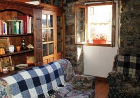 Otro detalle del salón con sofás azules