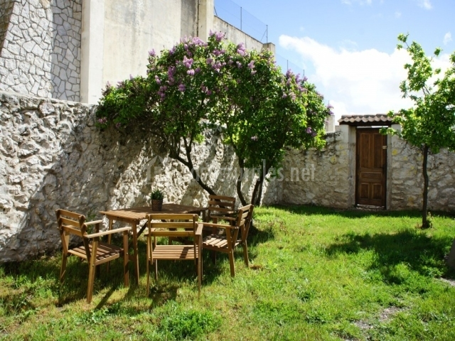 Casa rural la olma en adrados segovia for Piedras jardin baratas