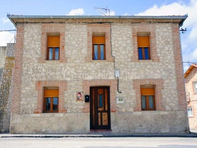 Casa rural la olma en adrados segovia - Fachadas de piedra y ladrillo ...