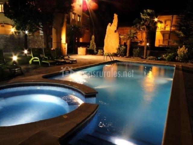 Villa manresana tico en sant ramon lleida for Planos de piscinas con jacuzzi