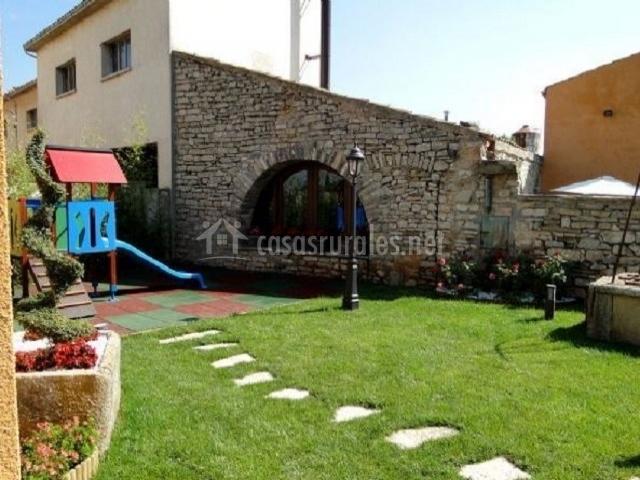 Villa manresana tico en sant ramon lleida for Jardin infantil nubesol villa alemana