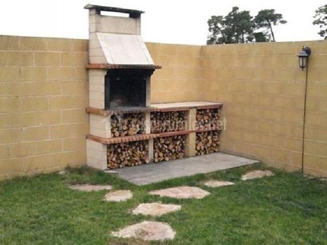 La casa de paco cabrera casas rurales en narros de - Mejor lena para barbacoa ...