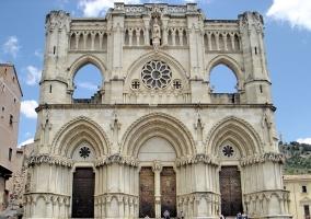 Fcahada de la gran catedral de Cuenca