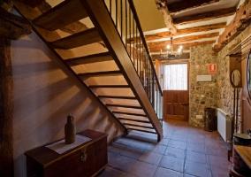 Escaleras al primer piso en el recibidor