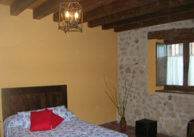 Dormitorios bajo vigas de madera
