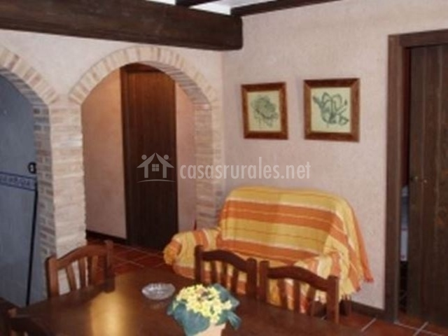 Casa juan ii en orihuela del tremedal teruel - Arcos de ladrillo rustico ...