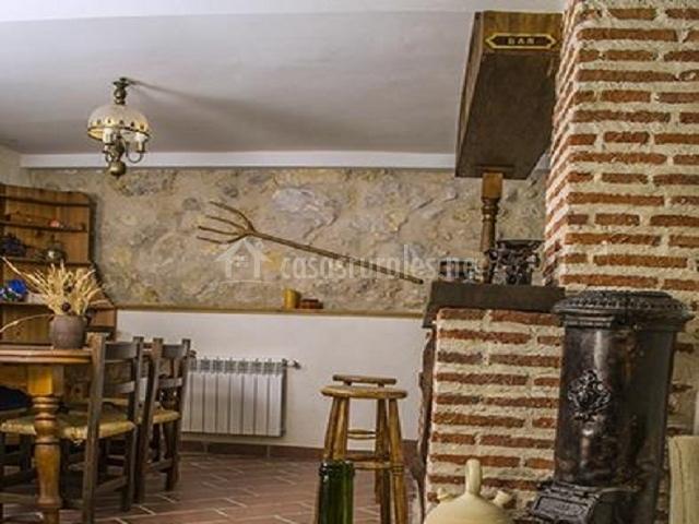 La antigua casa del cartero en roda de eresma segovia for Sala de estar antigua