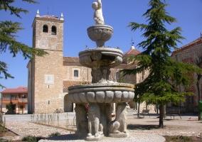 Fuente frente a la iglesia de Martín Miguel