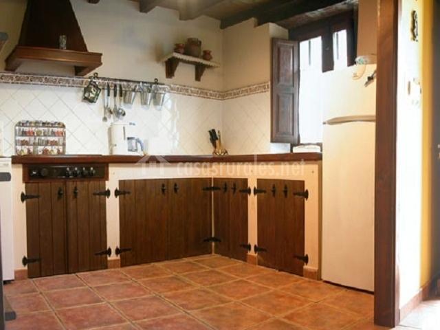 Casa rural la xiarapina en serrapio asturias - Casas rurales madera ...
