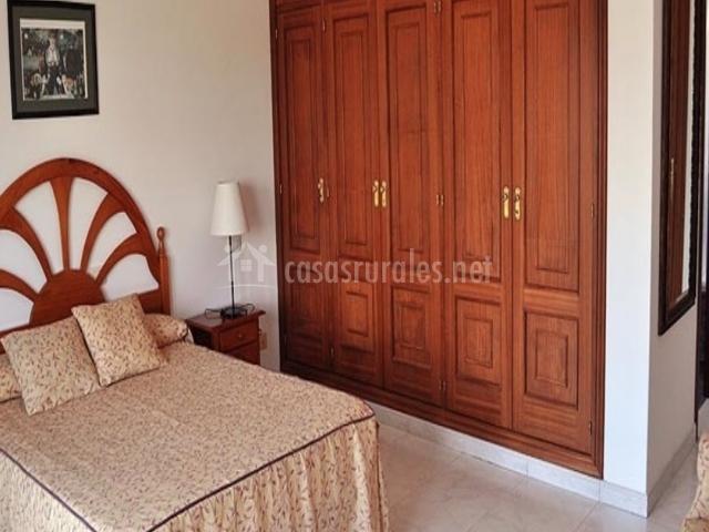 Casa angelina en san vicente de el grove pontevedra for Ofertas de dormitorios de matrimonio con armario