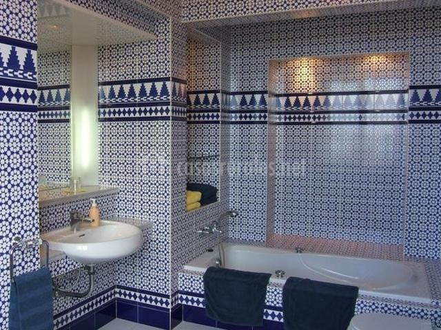 Hotel alhambra en la orotava tenerife - Banos con azulejos azules ...