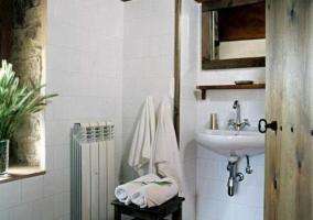 Aseo con toallas en el dormitorio