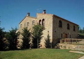 Piscina y fachada de la casa