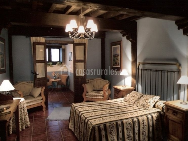 La casa vieja en cabezuela del valle c ceres for Butacas habitacion matrimonio