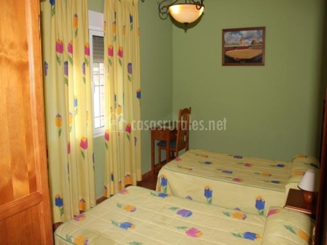 Habitación tulipanes dos camas individuales