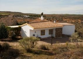 La casa rural vista desde lejos