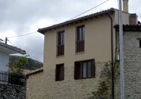 Fachada lateral de la casa