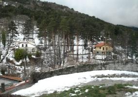 Invierno con la casa nevada