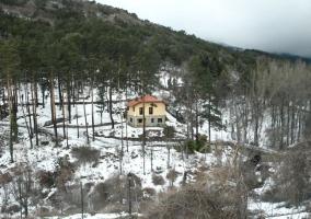La vivienda al fondo nevada