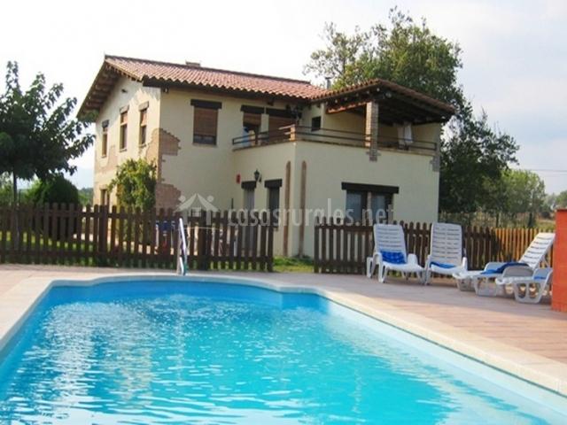 Can salv en vilobi d 39 onyar girona for Casa rural girona piscina