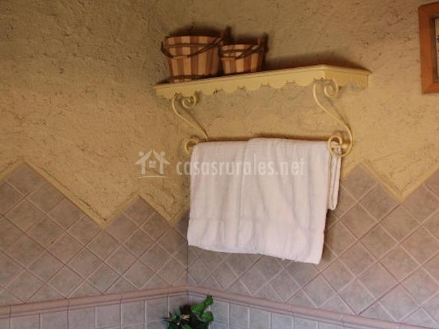 Posada el campanario en rascafria madrid for Colgador de toallas bano