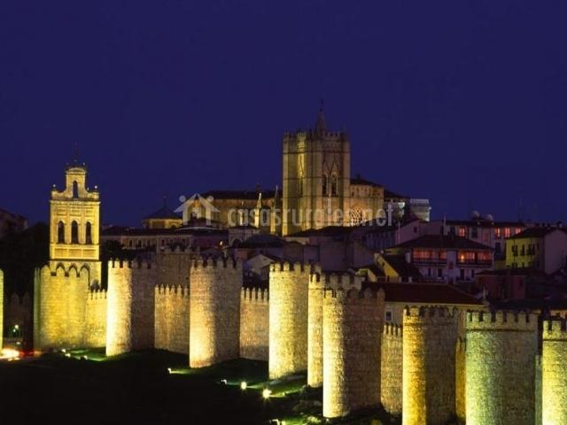 Ávila de noche