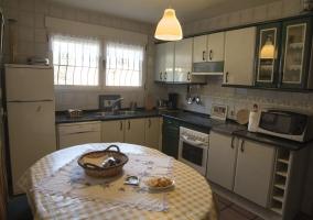 Amplia cocina equipada y vistas