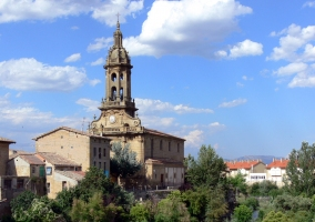 Iglesia de San Miguel junto al río Tirón