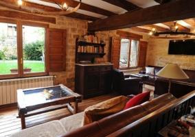Sala diáfana con sofá