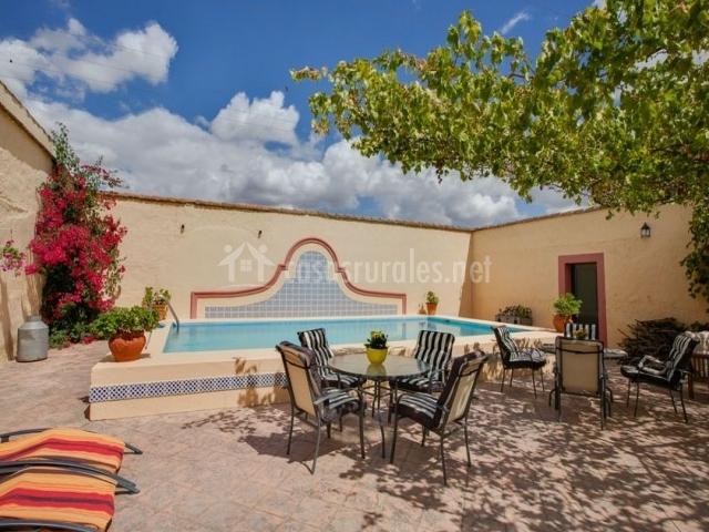 Casa rural cortijo la gabrielina en esparragalejo badajoz for Casas rurales en badajoz con piscina
