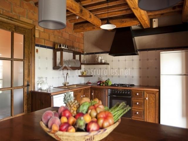 La barraca casserres en casserres barcelona for Mesa supletoria cocina