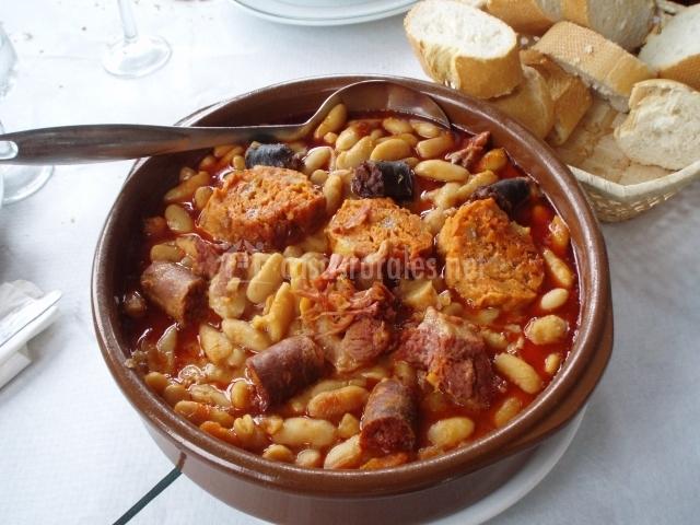 Fabes asturianas en cazuela de barro