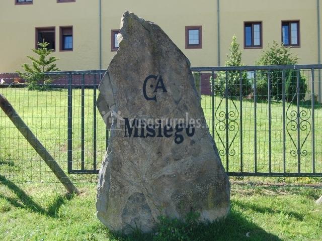 Piedra a la entrada