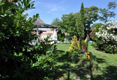 Casas rurales con piscina en olmedo for Jardines olmedo